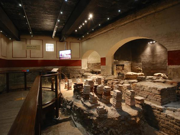 Image: Hypocaust in the East 浴